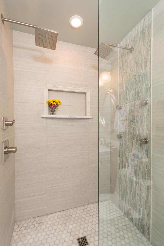 The Saltwater's Suite's bath.